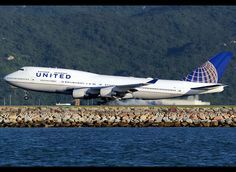 Boeing | 747-451 | United Airlines | N105UA | Hong Kong