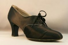 1920 lace-up Oxford