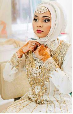 White desi hijabi Bridal Hijab, Hijab Wedding Dresses, Pakistani Bridal, Muslim Brides, Muslim Couples, Muslim Beauty, Wedding Wear, Wedding Cakes, Hijab Fashion Inspiration