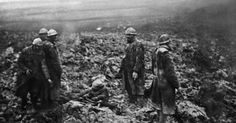 http://imguol.com/c/noticias/2014/02/13/a-picture-taken-in-1916-shows-poilus-french-world-war-i-infantrymen-taking-care-of-wounded-soldiers-on-a-battlefield-after-an-attack-during-the-verdun-battle-eastern-france-during-the-first-world-war-1392319106546_956x500.jpg