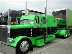 Jerry Reed - East Bound and Down and Peterbilt Country Boy's Show Trucks - wow