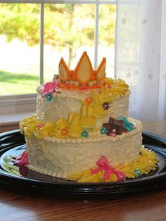 Tangled cake: needs a few tweeks but could be a perfect princess cake for Ro's 3rd b-day!