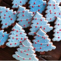 Here are the best Christmas Cookies decorations ideas for your inspiration. These Christmas Sugar Cookies decorated with royal icing are cutest desserts. Christmas Biscuits, Christmas Tree Cookies, Iced Cookies, Christmas Sweets, Noel Christmas, Cookies Et Biscuits, Holiday Cookies, Cupcake Cookies, Gingerbread Cookies