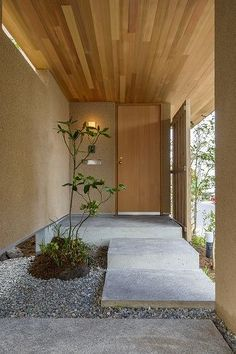 Japanese modern entrance way. House Design, Japanese Modern House, House With Porch, House Entrance, Interior Architecture, House Exterior, Porch Design, Minimalist Architecture, Exterior Design