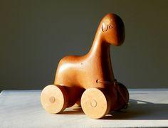 Caballito de madera.  1950's. Antonio Vitali Wooden Pull Toy.