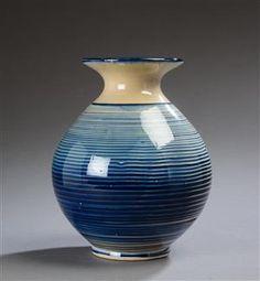 Vare: 4327898Kähler. Vase af lertøj Danish Interior, Cement Pots, Scandinavian Home, Pottery Ideas, Earthenware, Still Life, Vases, Sculptures, Arts And Crafts
