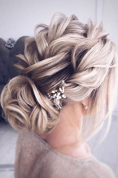 39 Wedding Updos That You Will Love ❤ wedding updos low bun textured curly with pearls elstile spb Braided Prom Hair, Braided Hairstyles Updo, Bride Hairstyles, Trendy Hairstyles, Straight Hairstyles, Updo Hairstyle, Braided Updo, Bun Braid, Celebrity Hairstyles