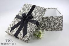 Brautkleidbox Paisley Black & White // Wedding dress box Paisley Black & White www.boxboutique.de #Brautkleidbox #Hochzeit #WeddingDressBox #WeddingDressStorage #BoxBoutique