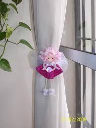 Resultado de imagen para sujeta cortinas | Sujetador de ... Curtain Holder, Curtain Tie Backs, Curtains For Arched Windows, Red Smoke, Art N Craft, Curtain Designs, Soft Furnishings, Make And Sell, Christmas Crafts