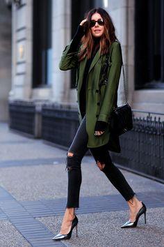 7 Stylish Holiday Outfit Ideas // Dressed down silk jacket // LoveLoz.com