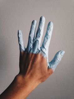 Death By Elocution: Photo Death By Elocution, Hand Fotografie, Everything Is Blue, Hand Photography, Photography Tutorials, Grunge Photography, Figure Photography, Modern Photography, Body Art