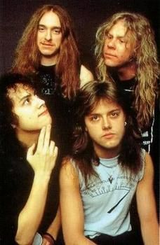 Metallica was one of the most influential heavy metal bands of the 1980s. They captured the unhappiness that many people were feeling during this time. This band was an example of materialism for their way of relating to most of the young people of the decade. This generation of young men and women were successful, but surely unhappy; they also had feelings of anxiety and self-doubt. Metallica spoke their language and was somewhat the voice of the young people.