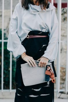 Street look at Paris Fashion Week, Spring/Summer Photo: Dan Roberts/Vogue France. La Fashion Week, Love Fashion, Womens Fashion, Fashion Design, Paris Fashion, French Fashion, Vintage Fashion, Street Style 2016, Street Chic