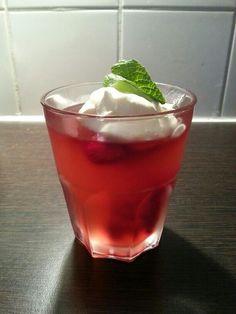 rosé gelei met frambozen en muntroom  http://www.ah.nl/allerhande/#/recepten/196286/rosegelei-met-frambozen-en-muntroom/?rq=rosegelei