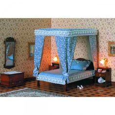 Chippendale Baldachin Doppel-Bett (40014). Bausatz aus unbehandelten Naturholz mit Schaumstoff-Matratze. Die Lieferung erfolgt - ohne - dem abgebildeten Kissen und den Bezugsstoffen für den Baldachin und die Matratze. Dem Bausatz liegen ein Fußteil und vier Holzkugeln bei, so dass nach dem Kürzen der langen Pfosten auch ein Doppelbett ohne Baldachin gebaut werden kann.