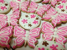 Pink Butterflies and Retro Daisy Cookies Pink Butterfly, Butterflies, Pink Party Foods, Pink Parties, Daisy, Treats, Cookies, Retro, Desserts