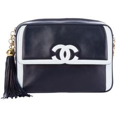 CHANEL VINTAGE chain shoulder bag ($2,820) ❤ liked on Polyvore featuring bags, handbags, shoulder bags, chanel, purses, bolsas, handbags shoulder bags, leather man bag, leather hand bags and leather handbags