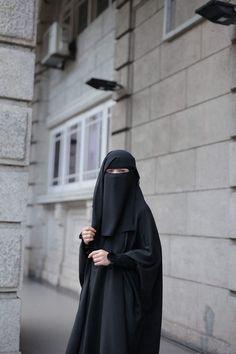 Hijab Gown, Hijab Niqab, Muslim Hijab, Muslim Dress, Hijab Dp, Arab Girls Hijab, Girl Hijab, Muslim Girls, Hijabi Girl
