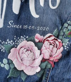 🖌 In de afgelopen jaren heb ik al meer dan 200 jasjes beschilderd, bruidsjasjes! 🖌 En de roos toch wel het meest! Hij is ook bijna het moeilijkst vooral als hij veel rozenblaadjes heeft! 🌹Maar hij is ook het dankbaarst met al zijn schoonheid kan hij met gemak in zijn eentje een jasje sieren. Wist je dat dit mogelijk is vanaf €150,-?
