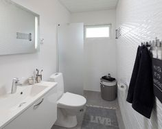 Compact Bigeye Ensuite Home Design Ideas, Pictures, Remodel and Decor