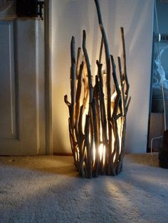 Romantische Lampe aus Treibholz, Dekoration fürs Wohnzimmer / romantic lamp mad… Driftwood romantic lamp, home decoration made by driftwood Key board made of TreibhDIY: copper lampThis is a piece of Monday Diy Luz, Driftwood Lamp, Driftwood Ideas, Driftwood Crafts, Creation Deco, Wood Art, Crafts To Make, Twig Crafts, Light Crafts