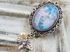 Elegant brooch in silver with beautiful vintage by Schmucktruhe, €16.50