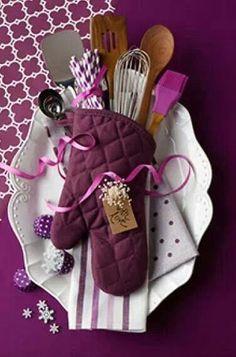 10 Gorgeous DIY Gift Baskets Ideas via Prettymayhem.