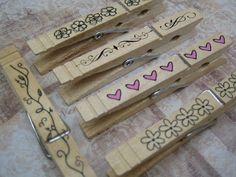 DIY Personalized clothes pins for a wedding, crafting, organization, giftwrapping, anything. Diy Clothes Rack, Clothes Crafts, Wood Burning Crafts, Wood Crafts, Crafts To Sell, Diy Crafts, Craft Markets, Craft Tutorials, Craft Ideas