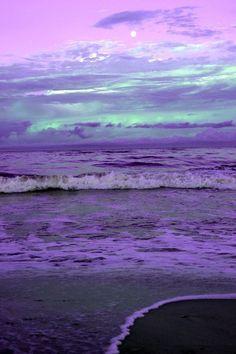 a violet ocean sky Purple Love, All Things Purple, Purple Rain, Shades Of Purple, Purple Beach, Purple Sunset, Purple Stuff, Purple Paint Colors, Lilac Color