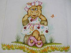 Porquinha charmosa,vestido em patch aplique,tinta relevo,bico de crochê R$ 18,00