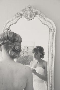 Huwelijk spiegel aankleden