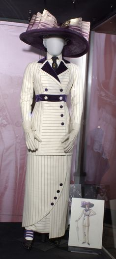 Suit designed by Deborah L Scott, worn by Kate Winslet in Titanic have a complicated relationship with Titanic. My mom took me to see it when I was six years old and I figured out with the help of a psychologist that it's the basis for my. Titanic Costume, Titanic Dress, Titanic Movie, Rms Titanic, Gala Dinner, Historical Costume, Historical Clothing, Movies Costumes, Edwardian Fashion