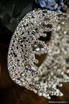 Wedding accessories ideas - crown, jeweled, bride, hair piece, silver, diamond {MIAphotography} Wedding Day Jewelry, Wedding Jewelry, On Your Wedding Day, Summer Wedding, Romantic Weddings, Real Weddings, Wedding Dress Accessories, Burgundy Wedding, Silver Diamonds
