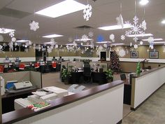 Cheap Halloween Decoration Ideas For Outside, Cheap Ideas For Outdoor Halloween . Halloween Decorations Inside, Office Party Decorations, Office Christmas Decorations, New Years Decorations, Cubicle Decorations, Winter Decorations, Work Cubicle, Cubicle Makeover, Small Christmas Trees