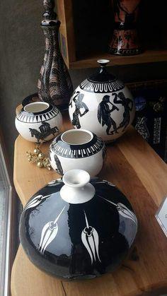 Siyah beyazın asilligi Ceramic Clay, Ceramic Bowls, Ceramic Pottery, Pottery Painting Designs, Pottery Designs, Turkish Art, Turkish Tiles, China Painting, Ceramic Painting