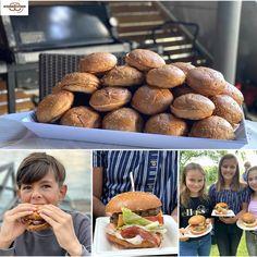 Du kannst jetzt bei uns #Hamburger #Buns 🍔 aus unserer #Backstube im Sackerl á 10 Stk. bestellen und bei Deiner nächsten 🔥 Grillage die gesamte Fast Food Konkurrenz garantiert mit links ausstechen ....    PS: Einfach am Vortag bis 18 Uhr - direkt in der Filiale unter 04272 2261 oder per Email an karin@wienerroither.com bestellen. Wir backen und reservieren dann gerne für Dich 😊  #burgerbuns, #homemade, #bbq, #artisanbakery, #slowfood, #slowbaking, #meisterbäcker,  #wienerroither, #maguat