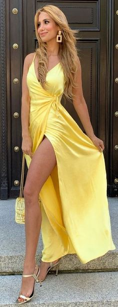Sexy Dresses, Dress Outfits, Colouring Pics, Mellow Yellow, Sari, Legs, Formal, My Style, Clothes