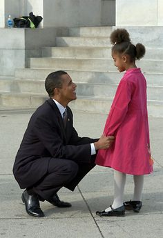Barack & Malia Obama - from The Rise of Barack Obama: Pete Souza Photographyi love u true.but u r cannot want me there mk movie.also i so drbl.my love if u do not undrstnd.i day by day go to dye. Malia Obama, Barack Obama Family, Michelle And Barack Obama, Obamas Family, Black Presidents, Greatest Presidents, American Presidents, Joe Biden, Obama Daughter