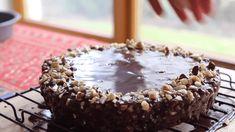 Ο κορμός με φουντούκια είναι μια τρομερά εύκολη συνταγή για να την φτιάξετε με τα παιδιά σας ή την παρέα σας !!! Dessert Recipes, Desserts, Food And Drink, Pudding, Sweets, Candy, Chocolate, Cooking, Christmas
