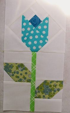 Podunk Posy Quilt Block This Podunk Posy Quilt Block designed by PodunkPretties .. The Tutorial is available for free. Full Post: Podunk Posy Quilt Block Tutorial