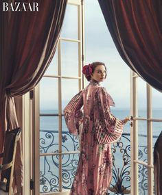 Natalie Portman Asked Cate Blanchett For Parenting Advice: Photo Natalie Portman looks stunning in a Prada dress on the cover of Harper's Bazaar magazine's August 2015 issue. Fashion Tv, Love Fashion, Trendy Fashion, Natalie Portman, Beauty Editorial, Editorial Fashion, Celebrity Photos, Celebrity Style, Norman Jean Roy