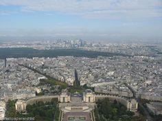 Eiffel tower view desktop wallpaper