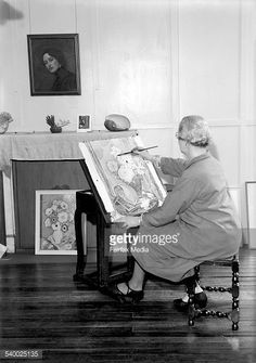 Artist Thea Proctor at work on 31 March 1936 SUN NEWS Picture by STAFF Get premium, high resolution news photos at Getty Images Sun News, 31 March, Australian Artists, Local Artists, New Pictures, Studios, School, Image, Heidelberg