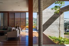 FT House by Reinach Mendonça Arquitetos Associados - Photo by Nelson Kon 5 Interior Design Images, Interior Design Boards, Residential Architecture, Interior Architecture, Courtyard Pool, Load Bearing Wall, Exposed Concrete, Contemporary Decor, My Dream Home