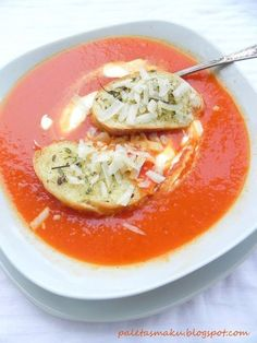 Pomidorowo-cebulowa zupa krem