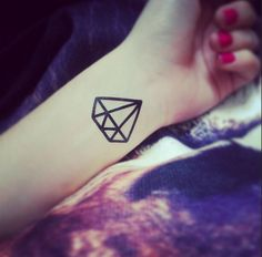 Diamond Tattoo : http://dcer.eu/fr/tatouages/35-diamand-tattoo.html