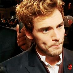 ❤ Sam Claflin ❤ oh his dimples...