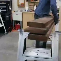 Woodworking Ideas Table, Beginner Woodworking Projects, Woodworking Techniques, Woodworking Videos, Woodworking Tools, Wood Slice Crafts, Wood Crafts, Furniture Plans, Wood Furniture