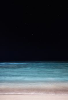 Waikiki at night - reminds me of a Rothko. (Such images of nature were his inspiration. Ocean At Night, Beach At Night, Night Sea, Night High, Sea And Ocean, Ocean Beach, Ocean Gif, Ligne D Horizon, All Nature