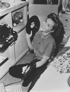 """"""" Debbie Reynolds playing vinyl records on a radiogram """" Debbie Reynolds: American actress in movies, television and on stage. Old Hollywood Stars, Golden Age Of Hollywood, Vintage Hollywood, Classic Hollywood, Hollywood Music, 50s Vintage, The Addams Family, Lps, Roger Daltrey"""